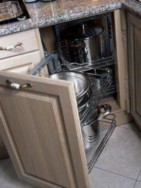 chytrá kuchyňská skříň na nádobí