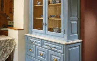 Modrá rustikální skříň