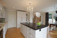 prostorná moderní rustikální kuchyně
