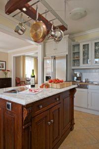 Moderní bílý kuchyňský kout