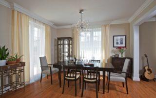 Dřevěný rustikální masivní stůl a židle