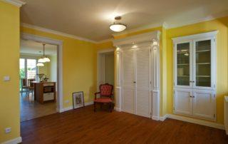 vestavěná rustikální dřevěná skříň