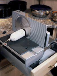 kuchyňský řezač na salám