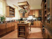 koloniální dřevěná anglická kuchyně