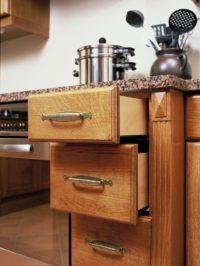 dřevěné kuchyňské šuplíky