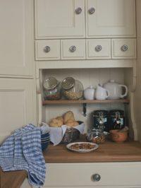 elegantní kuchyňské poličky