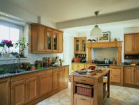 dřevěná rustikální kuchyně