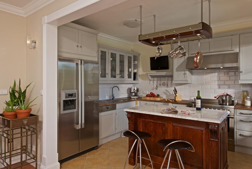 Elegantní rustikální kuchyňský kout bílý